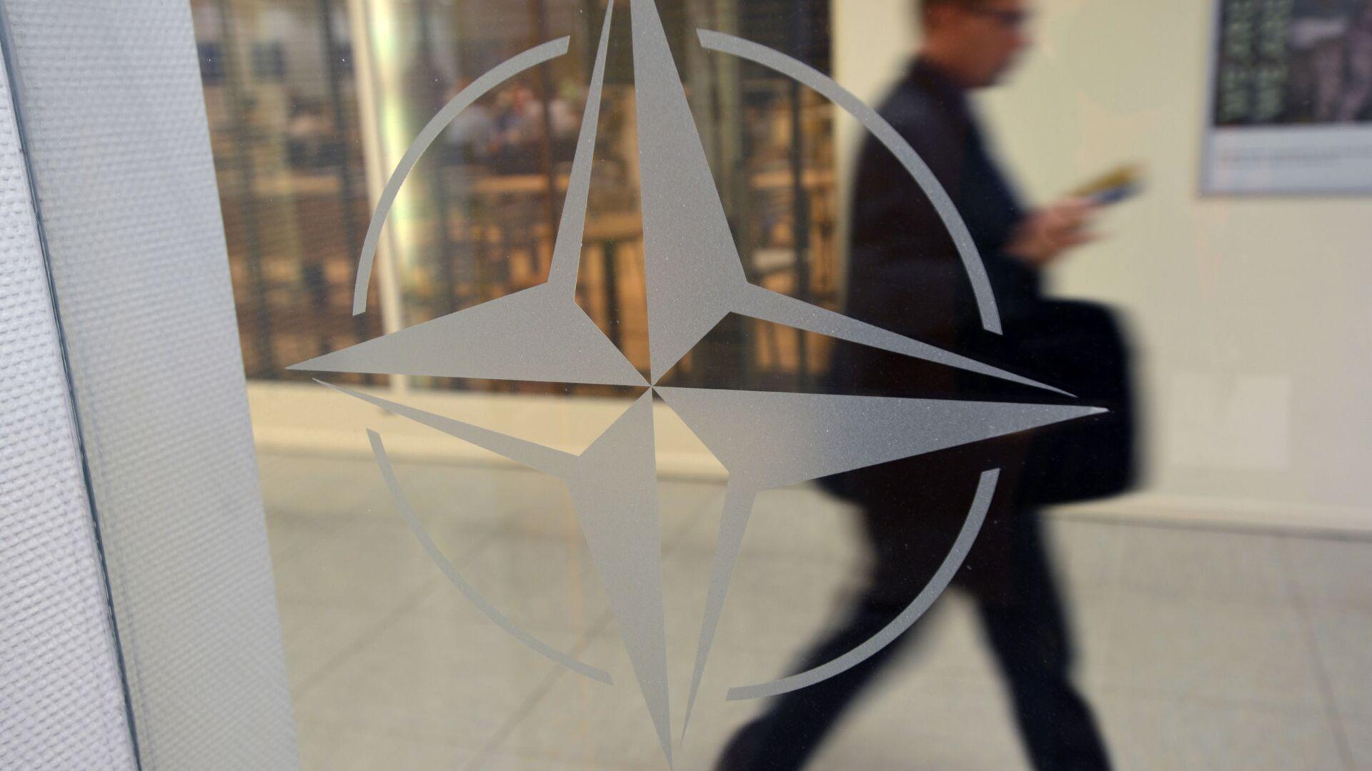 Godło organizacji w siedzibie głównej NATO w Brukseli, Belgia - Sputnik Polska, 1920, 17.09.2021
