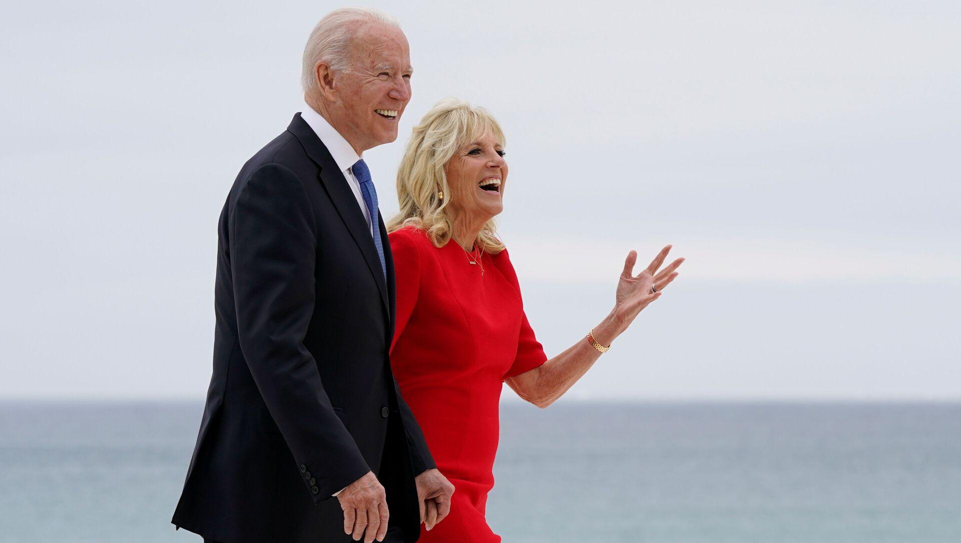 Prezydent USA Joe Biden z żoną Jill na szczycie G7 w Wielkiej Brytanii. - Sputnik Polska, 1920, 13.06.2021
