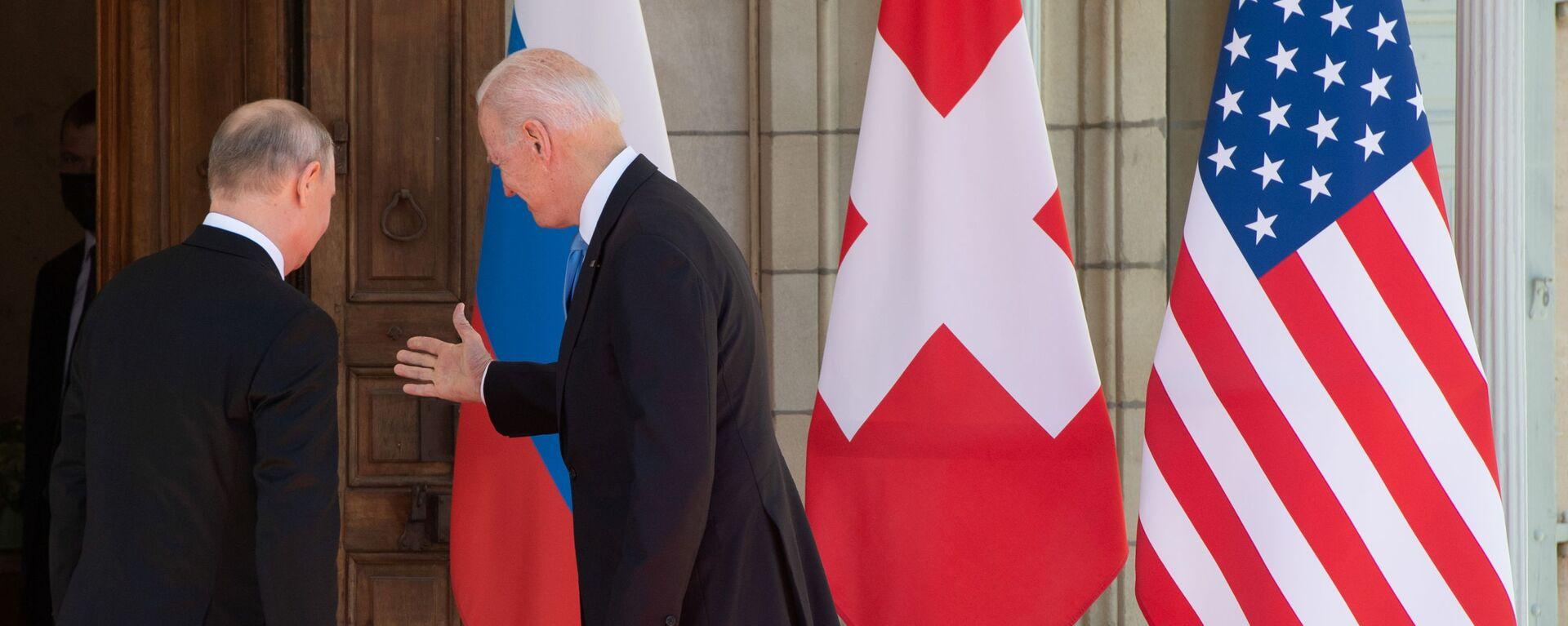 Prezydent Rosji Władimir Putin i prezydent USA Joe Biden podczas spotkania w Genewie - Sputnik Polska, 1920, 23.07.2021