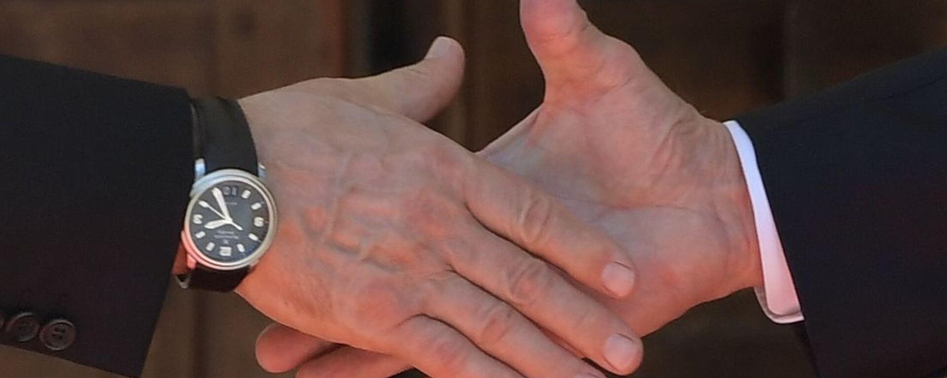Pierwszy uścisk dłoni prezydentów Rosji i USA w Genewie - Sputnik Polska, 1920, 02.08.2021