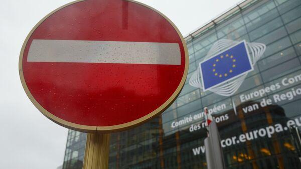 Logo UE na siedzibie Parlamentu Europejskiego w Brukseli - Sputnik Polska
