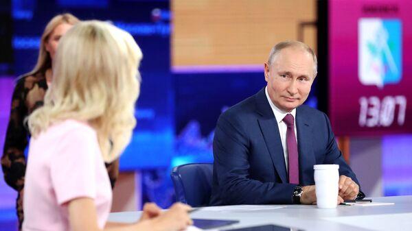 Władimir Putin podczas Gorącej linii 2021 - Sputnik Polska