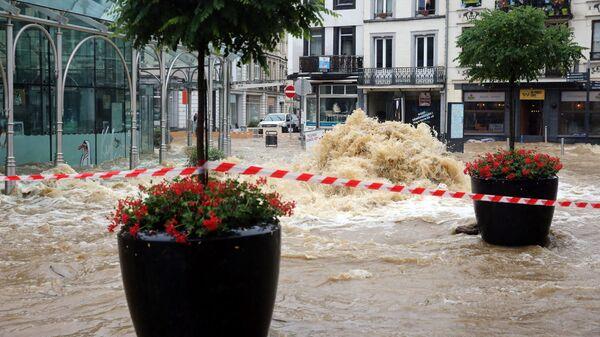 Затопленная улица города Спа в Бельгии - Sputnik Polska