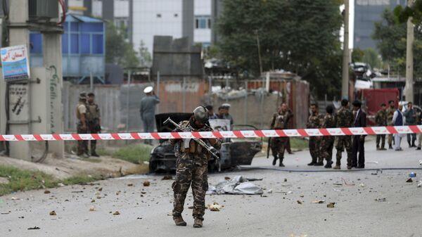 Сотрудники афганских сил безопасности на месте ракетного удара в Кабуле - Sputnik Polska