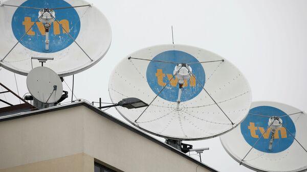 Логотип частного телевидения TVN на спутниковых антеннах в их штаб-квартире в Варшаве, Польша - Sputnik Polska