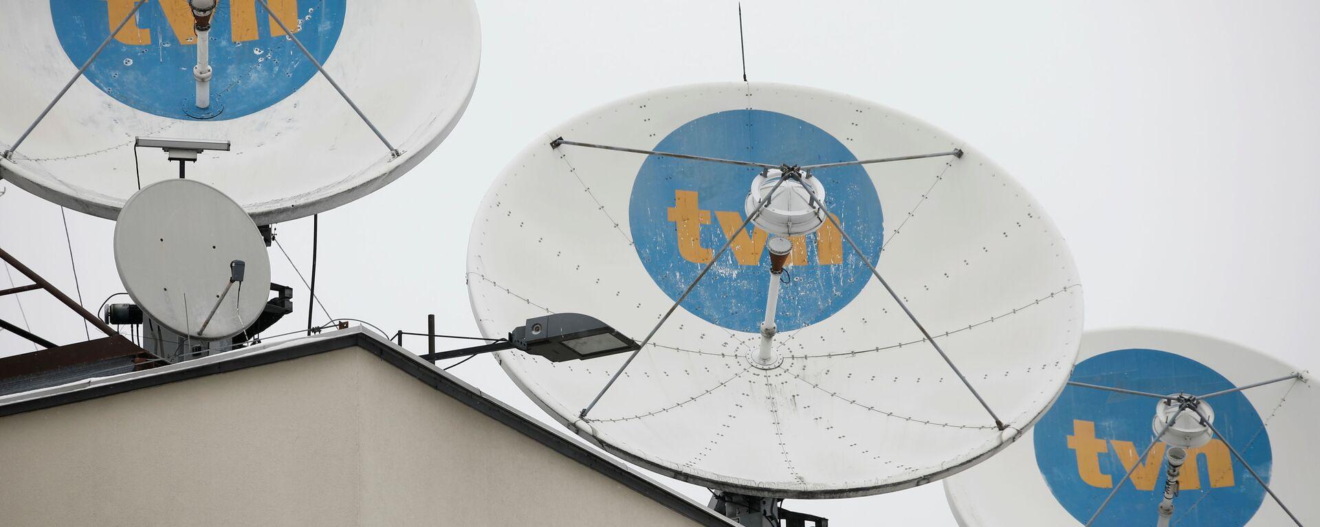 Logo prywatnej stacji TVN na antenach satelitarnych w siedzibie firmy w Warszawie - Sputnik Polska, 1920, 12.08.2021