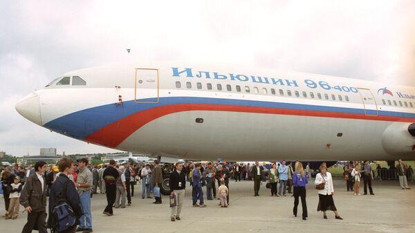 Пассажирский самолет ИЛ 96-400 на VI-м Международном авиакосмическом салоне МАКС-2003 - Sputnik Polska