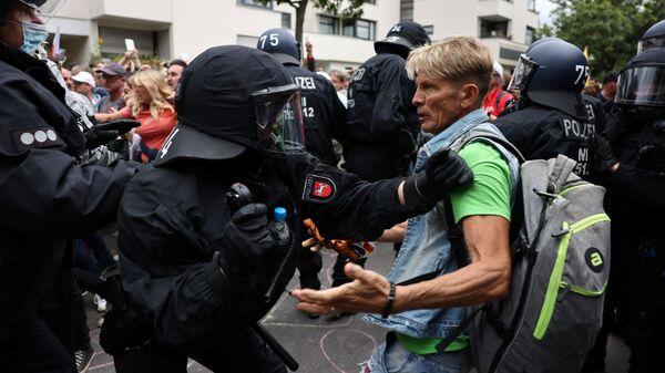 Акции протеста против коронавирусных мер в Берлине  - Sputnik Polska