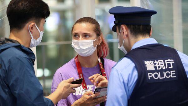 Белорусская легкоатлетка Кристина Тимановская в аэропорту Ханэда в Токио  - Sputnik Polska
