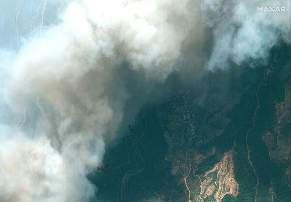 Zdjęcie satelitarne pożarów zbliżających się do miasta Onal Kirtasiye w Turcji, 29 lipca 2021 r. - Sputnik Polska