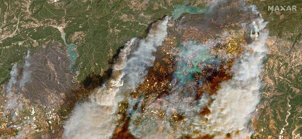 Ogólny widok pożarów lasów w pobliżu Oymapinar w Turcji, 29 lipca 2021 r. - Sputnik Polska