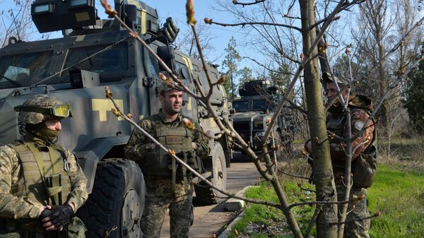 Украинские военнослужащие и бронетехника на боевых позициях в Донецкой области - Sputnik Polska