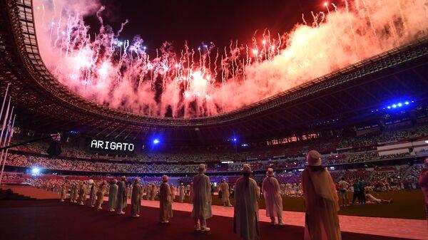 Салют на торжественной церемонии закрытия XXXII летних Олимпийских игр в Токио на Национальном олимпийском стадионе  - Sputnik Polska