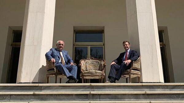 Посол России в Иране Леван Джагарян и посол Британии в Тегеране Саймон Шерклифф - Sputnik Polska