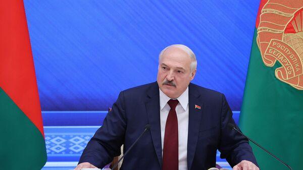 Президент Белоруссии Александр Лукашенко во время встречи с журналистами - Sputnik Polska