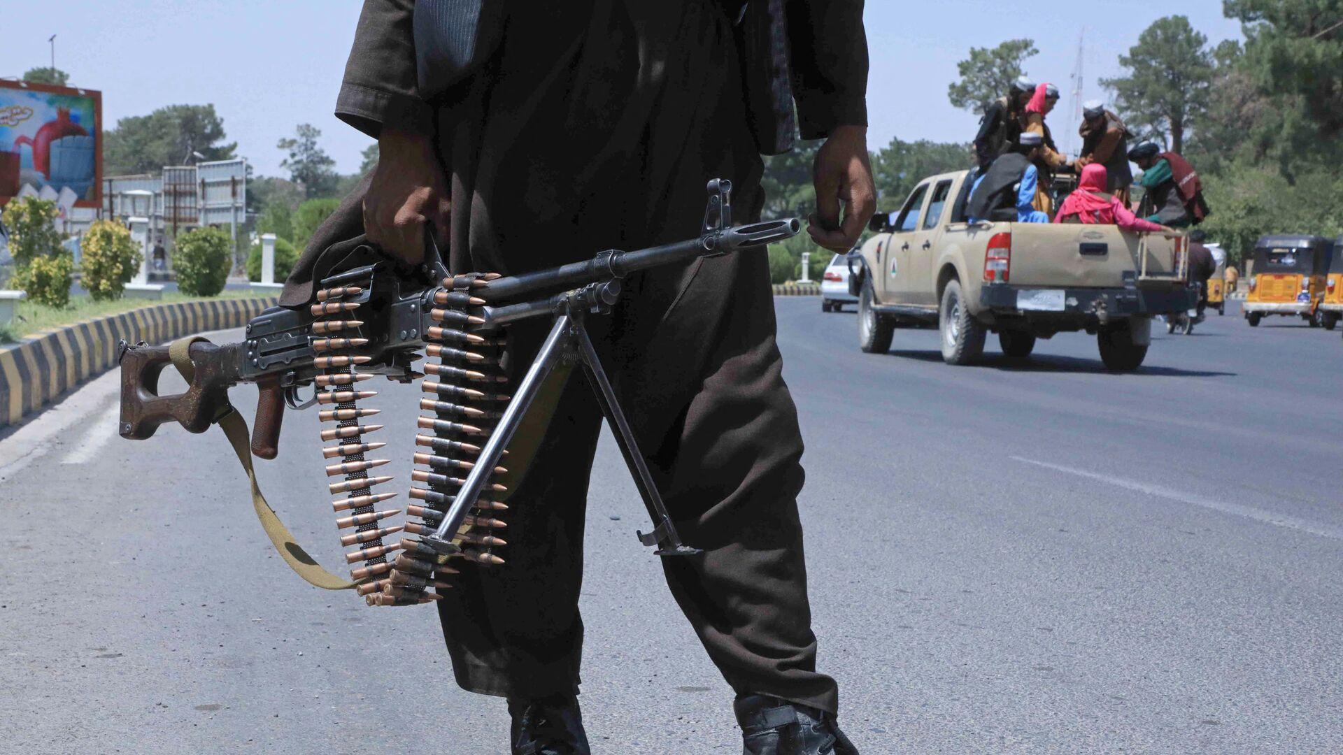 Bojownik Talibanu* na ulicy w afgańskim mieście Herat - Sputnik Polska, 1920, 17.08.2021