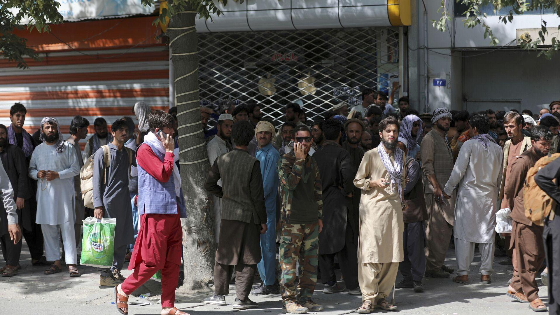 Афганцы в очереди в банк в Кабуле  - Sputnik Polska, 1920, 25.08.2021