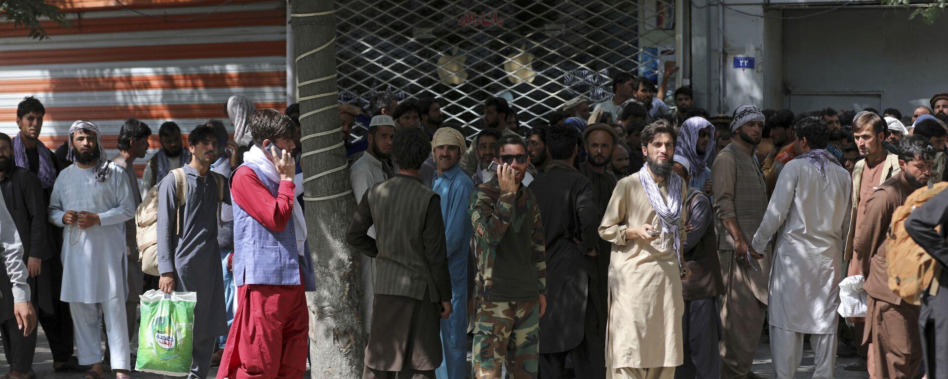 Афганцы в очереди в банк в Кабуле  - Sputnik Polska, 1920, 19.08.2021