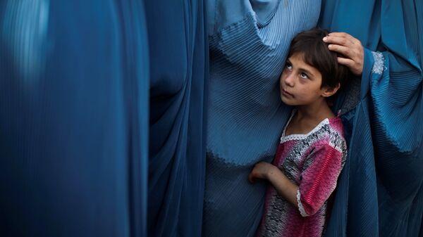 Афганские женщины и ребенок. Архивное фото - Sputnik Polska