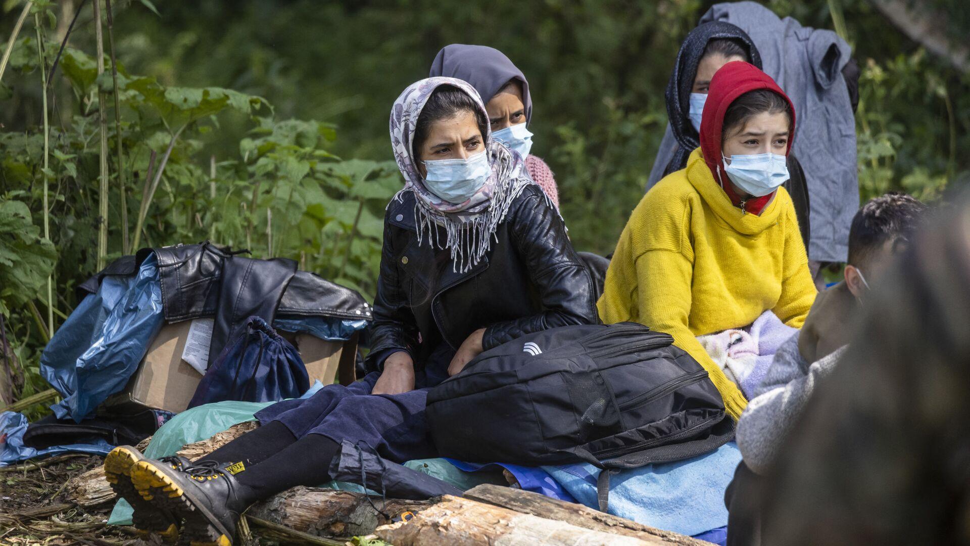 Мигранты в импровизированном лагере на границе Белоруссии и Польши - Sputnik Polska, 1920, 07.09.2021
