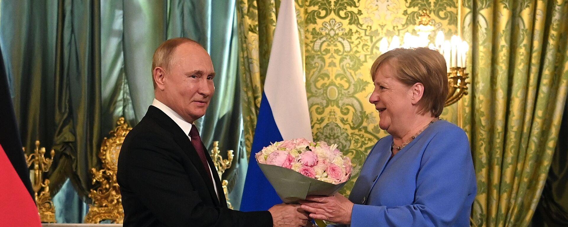 Władimir Putin i Angela Merkel - Sputnik Polska, 1920, 20.08.2021