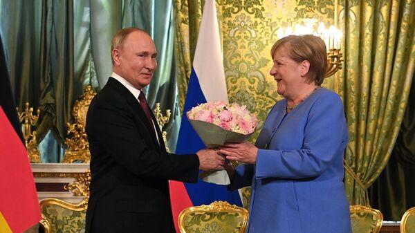 Президент РФ Владимир Путин и федеральный канцлер Германии Ангела Меркель во время встречи - Sputnik Polska