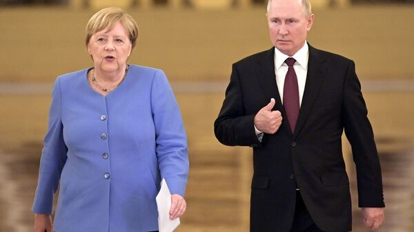 Президент РФ Владимир Путин и федеральный канцлер Германии Ангела Меркель перед началом совместной пресс-конференции - Sputnik Polska