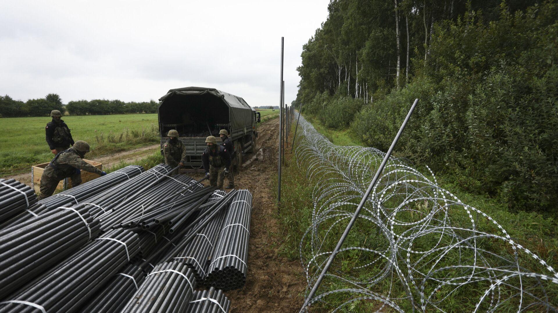Budowa ogrodzenia na granicy polsko-białoruskiej  - Sputnik Polska, 1920, 21.09.2021