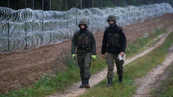 Строительство забора из колючей проволоки на границе Польши с Белоруссией - Sputnik Polska