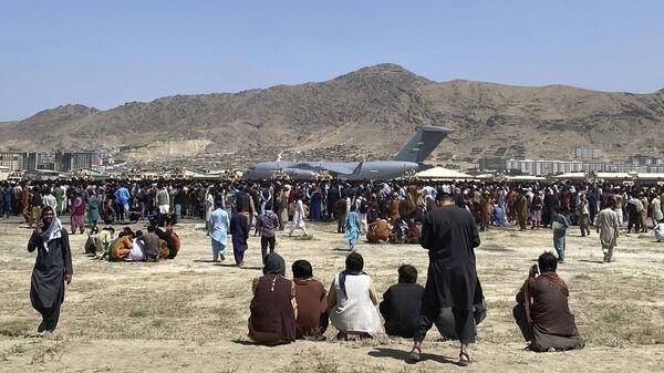 Самолет C-17 в аэропорту Кабула  - Sputnik Polska