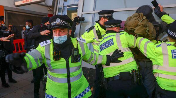 Задержания полицией участников митинга против карантина в Лондоне - Sputnik Polska