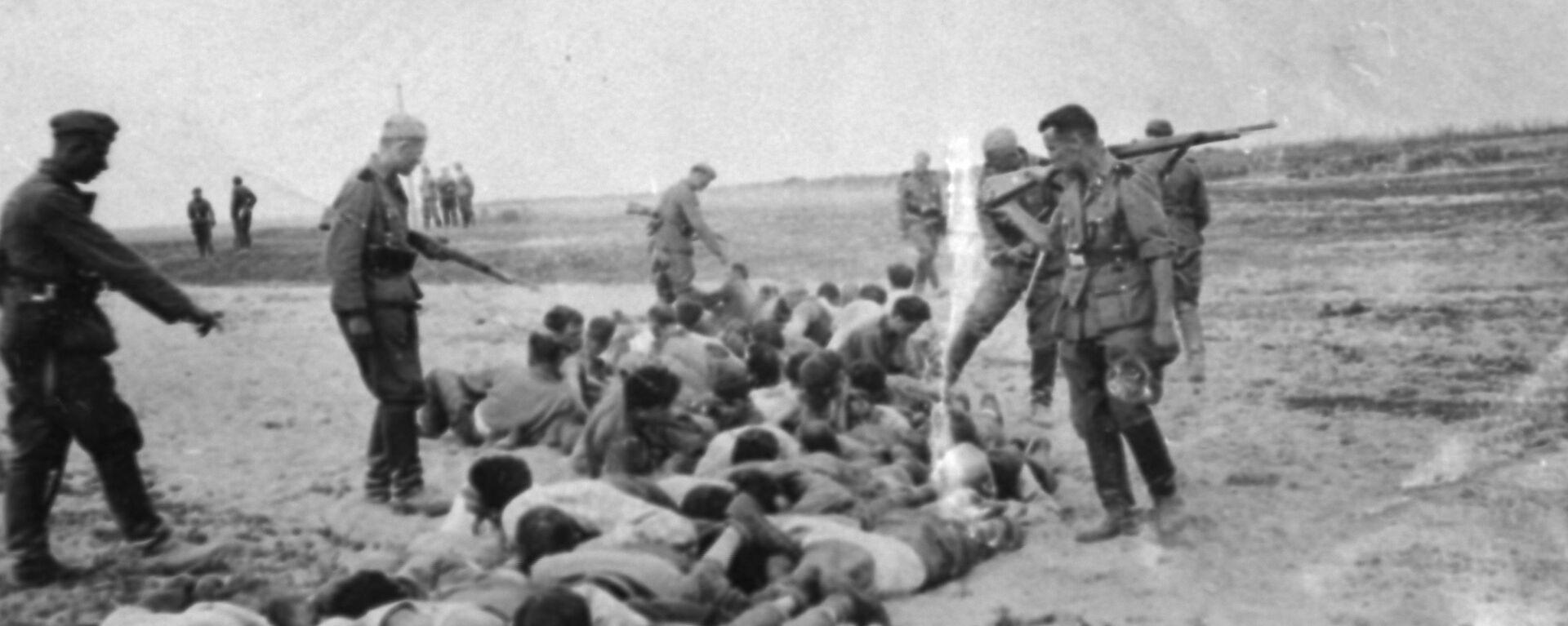 Egzekucje ludności cywilnej na tymczasowo okupowanym terytorium Związku Radzieckiego. Zdjęcie archiwalne - Sputnik Polska, 1920, 29.08.2021