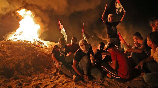 Протестующие палестинцы у границы с Израилем к востоку от Хан-Юниса на юге сектора Газа - Sputnik Polska