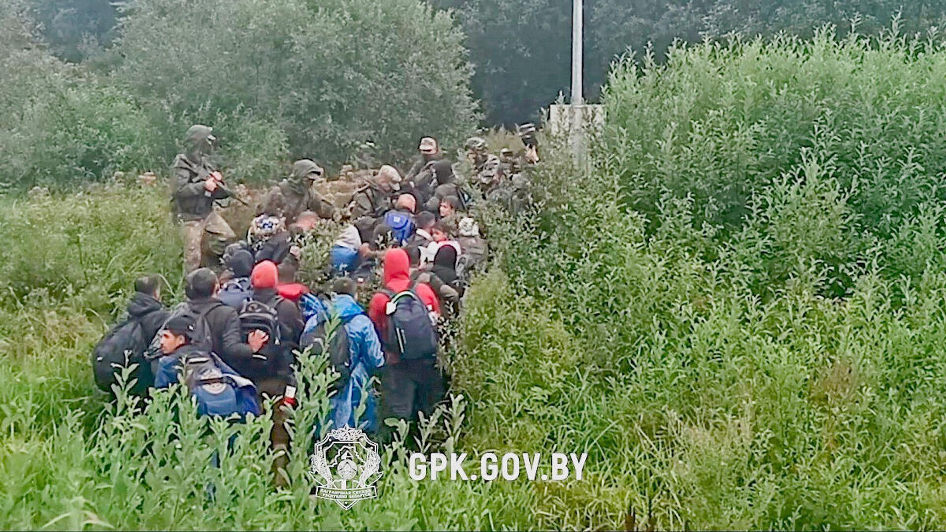 Migranci zatrzymani przy nielegalnym przekraczaniu białorusko-łotewskiej granicy - Sputnik Polska, 1920, 22.09.2021