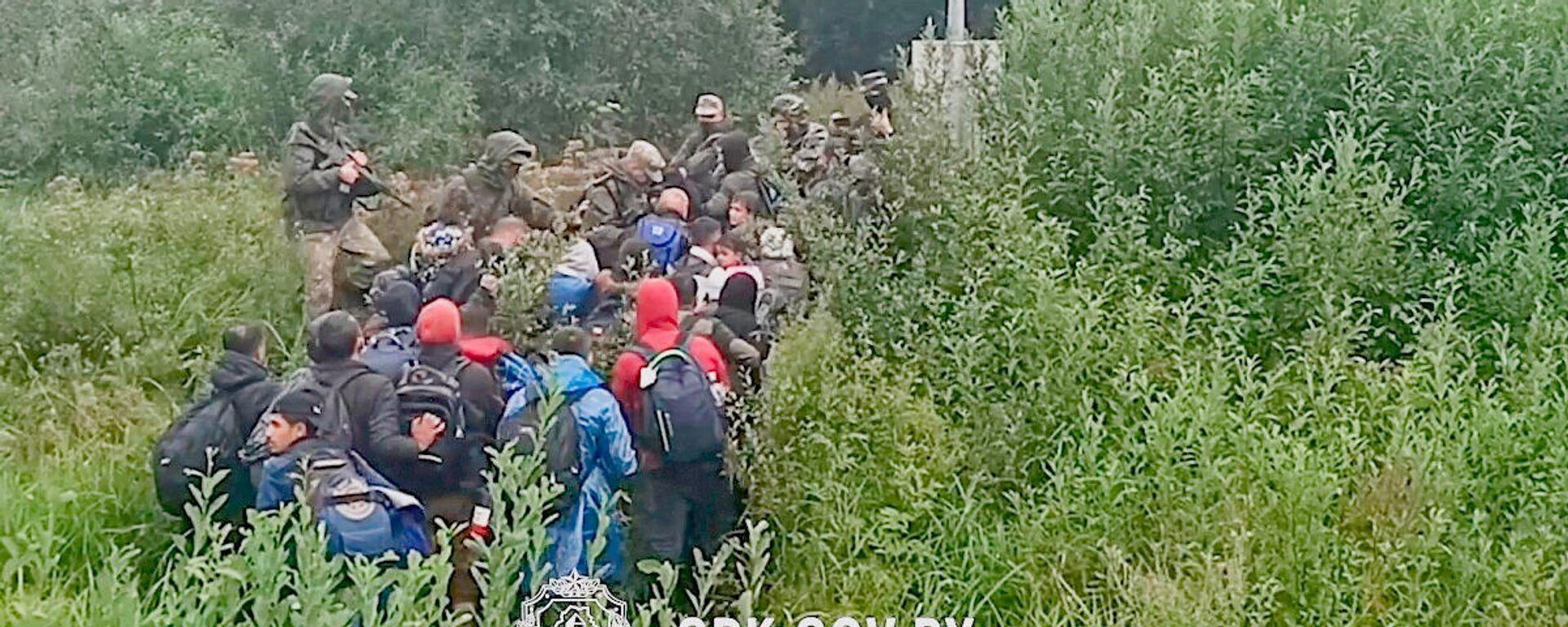 Migranci zatrzymani przy nielegalnym przekraczaniu białorusko-łotewskiej granicy - Sputnik Polska, 1920, 08.09.2021