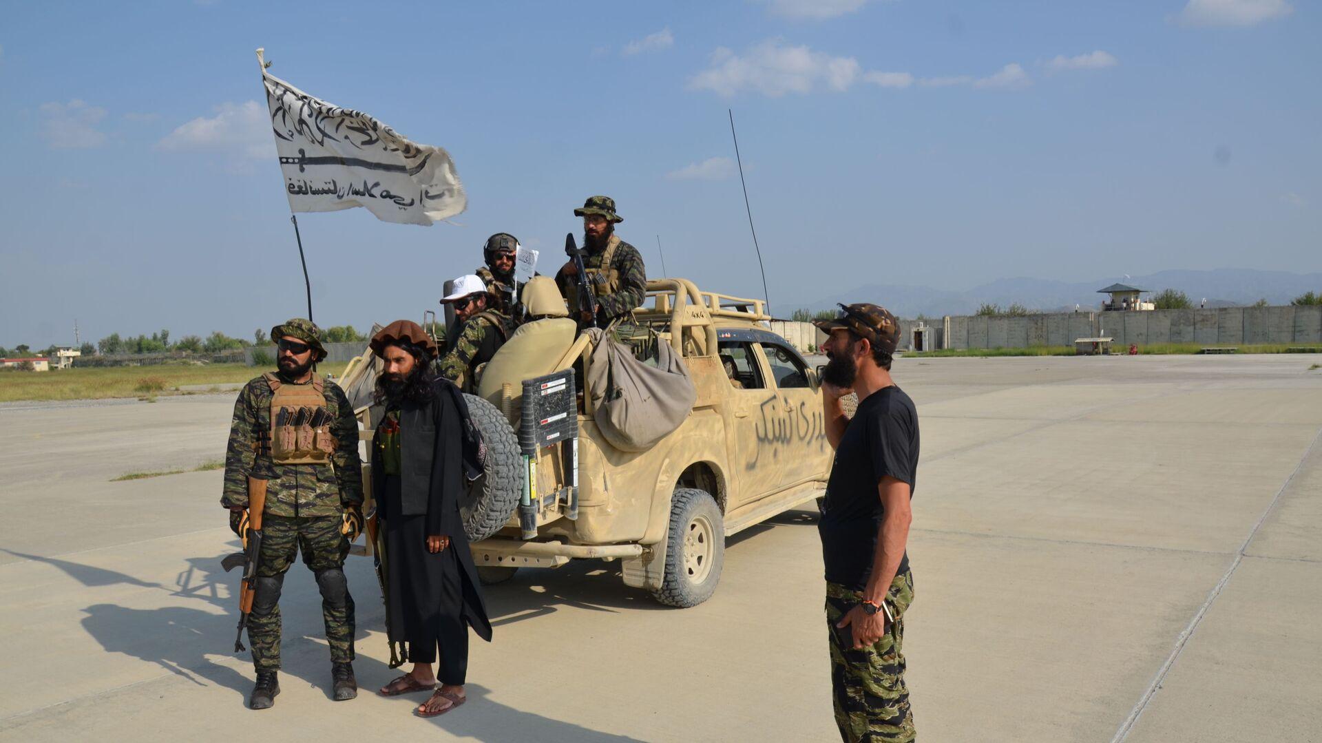 Była duża baza USA w Chost pod kontrolą talibów. Baza ta była uważana za największe centrum zarządzania operacjami w południowo-wschodnim Afganistanie i mieściła tysiące amerykańskich żołnierzy. Przed odejściem Amerykanie zniszczyli większość sprzętu. - Sputnik Polska, 1920, 10.10.2021