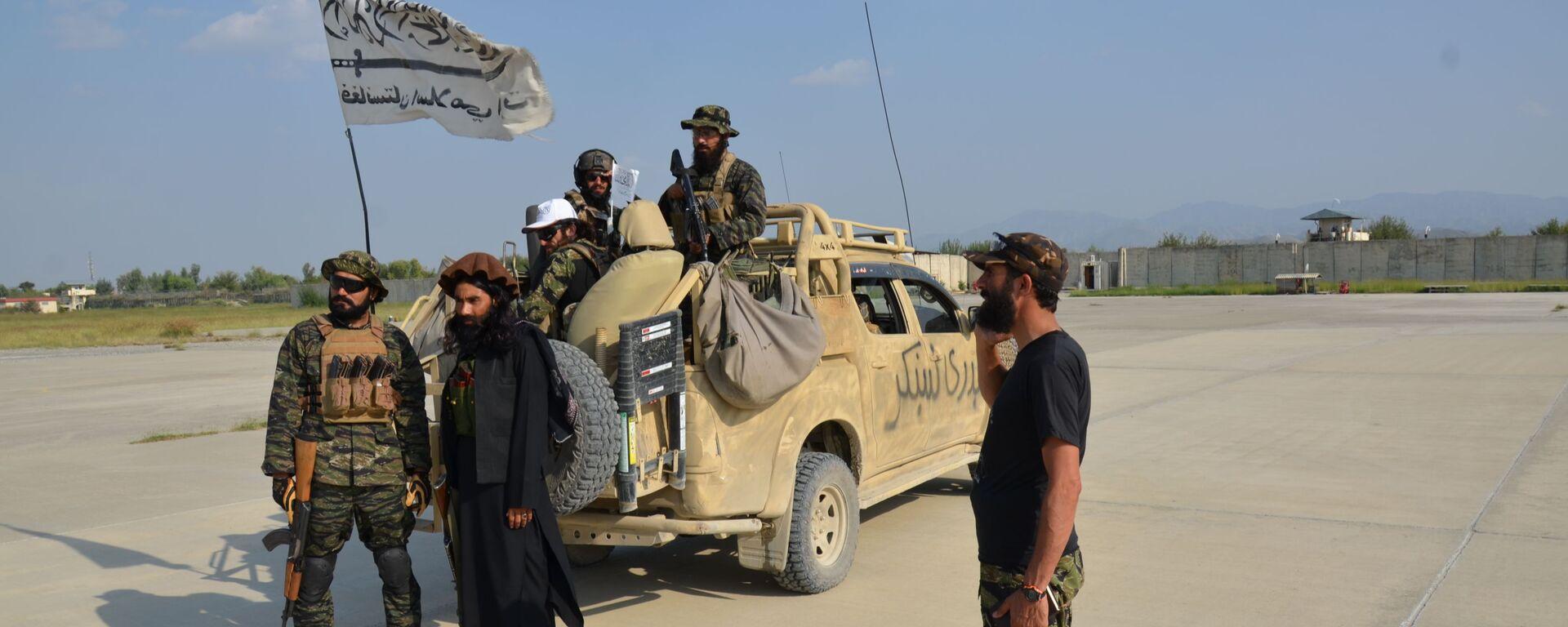 Była duża baza USA w Chost pod kontrolą talibów. Baza ta była uważana za największe centrum zarządzania operacjami w południowo-wschodnim Afganistanie i mieściła tysiące amerykańskich żołnierzy. Przed odejściem Amerykanie zniszczyli większość sprzętu. - Sputnik Polska, 1920, 25.09.2021