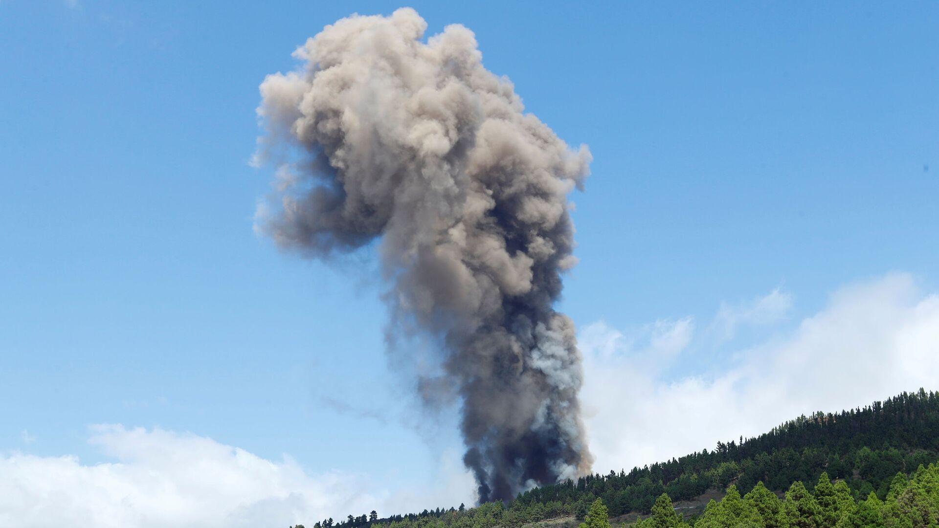Erupcja wulkanu na kanaryjskiej wyspie La Palma - Sputnik Polska, 1920, 19.09.2021