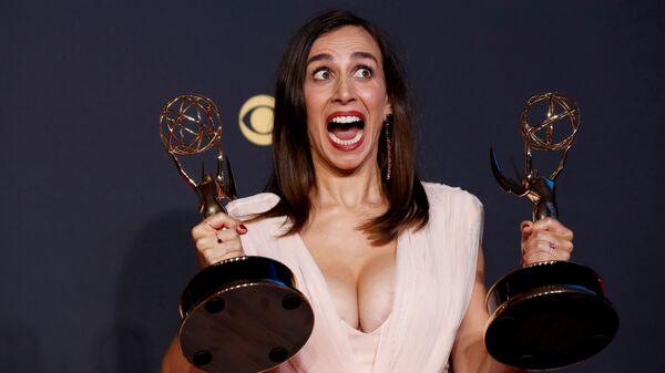 Лючия Аниелло позирует со своими наградами на 73-й церемонии вручения премии «Эмми» в Лос-Анджелесе - Sputnik Polska