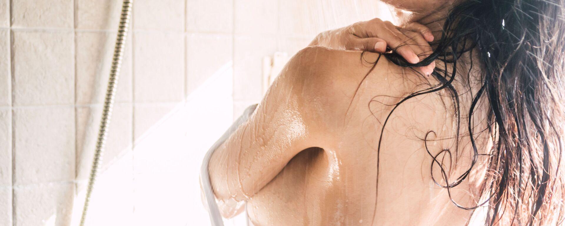 Kobieta pod prysznicem - Sputnik Polska, 1920, 22.09.2021