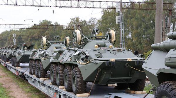 Rosyjskie pojazdy opancerzone na Białorusi - Sputnik Polska