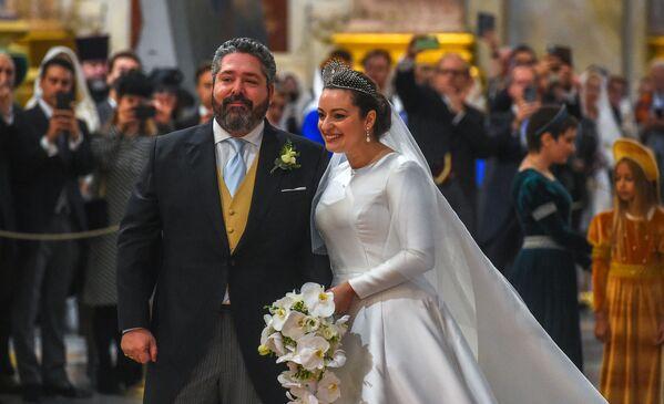 Georgij Michajłowicz i jego żona Victoria Romanowna Bettarini na swoim ślubie w Soborze św. Izaaka - Sputnik Polska