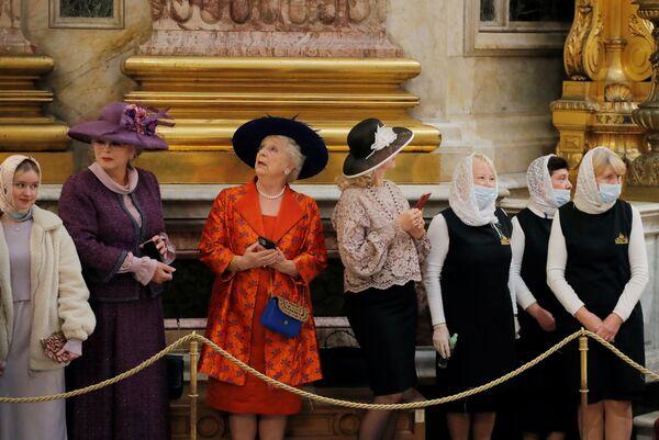 Gości przed ceremonią zaślubin w Soborze św. Izaaka w Petersburgu - Sputnik Polska