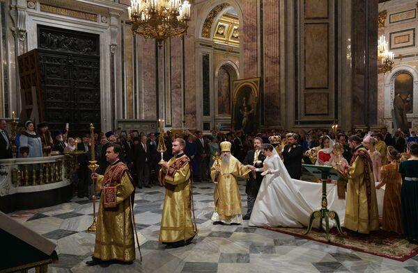 Zaślubiny Georgija Michajłowicza i jego żony Victorii Romanowny Bettarini w Soborze św. Izaaka w Petersburgu - Sputnik Polska