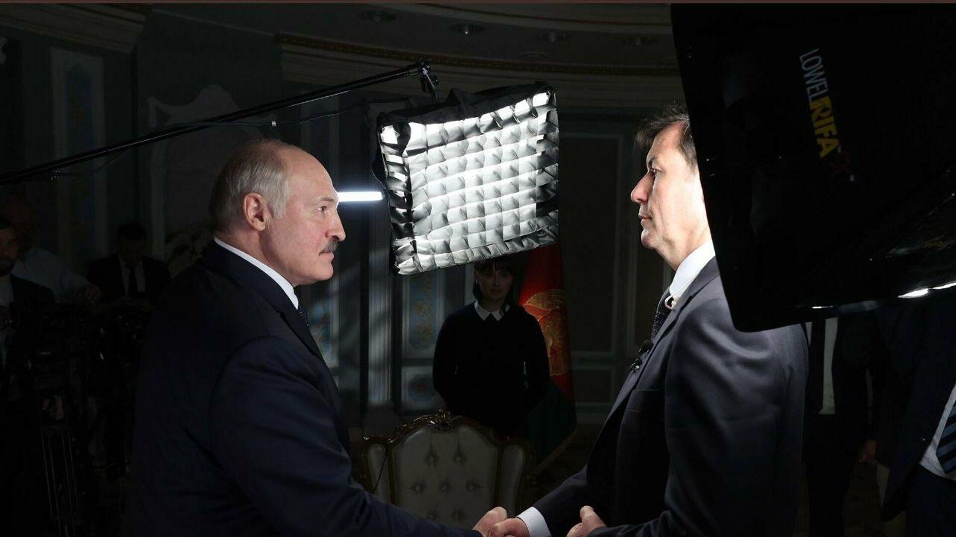 Prezydent Białorusi Alaksandr Łukaszenka i dziennikarz CNN - Sputnik Polska, 1920, 02.10.2021