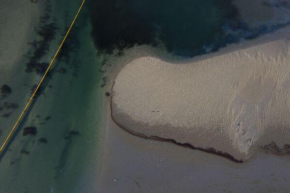 Widok z lotu ptaka na wyciek ropy w Kalifornii - Sputnik Polska