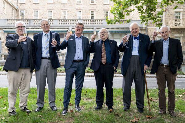 Laureaci Nagrody Nobla 2021 z uniwersytetu w Princeton, od lewej: Eric Francis Wieschaus (biologia), Joseph Hooton Taylor Jr. (astrofizyka), David W.C. MacMillan (chemia), Duncan Haldane (fizyka), Angus Deaton i Christopher Sims (ekonomia).  - Sputnik Polska