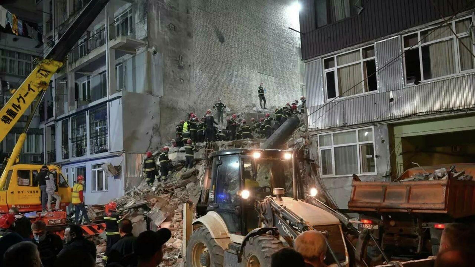 W Batumi zawalił się blok mieszkalny - Sputnik Polska, 1920, 09.10.2021