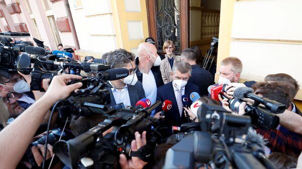 Премьер-министр Чехии и лидер партии ANO Андрей Бабиш обращается к СМИ в Ловосице, Чехия  - Sputnik Polska