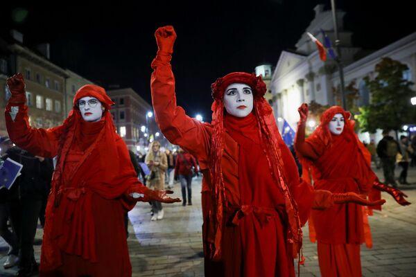 Protestujący podczas demonstracji prounijnej w Warszawie - Sputnik Polska